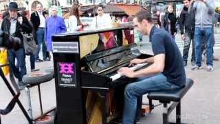 �������� ���� Уличные музыканты Фортепиано Париж    Busker Piano Paris ������