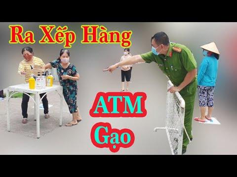 Nhiều Người Vượt Rào Vào ATM Gạo Tân Phú Bị Công An Yêu Cầu Ra Ngoài Xếp Hàng