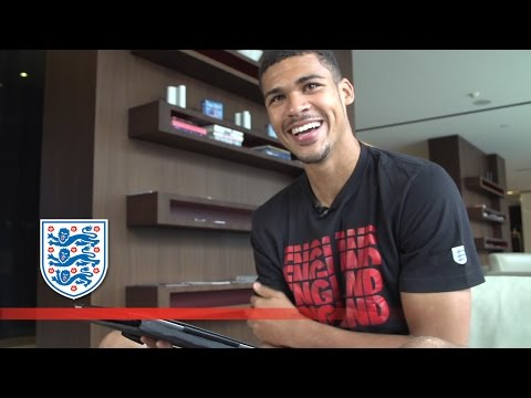 Loftus-Cheek answers the question: 'Messi or Ronaldo?' | #ask...