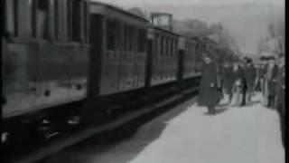 """""""A CHEGADA DE UM TREM NA ESTAÇÃO"""", IRMÃOS LUMIÉRE, 1895, O PRIMEIRO FILME DA HUMANIDADE"""