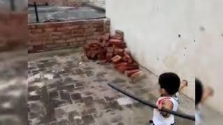 Baixar Monkey vs Bravo small girl oooh teri