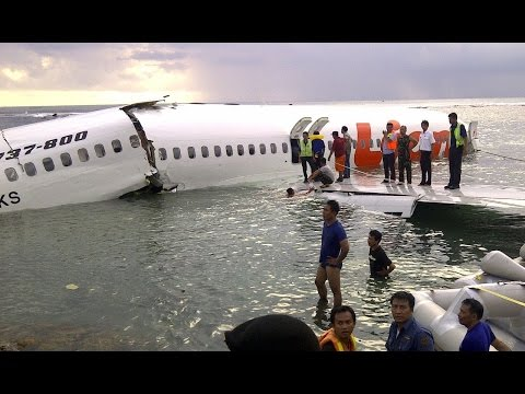 6 Unbelievable Airplane Water Landings