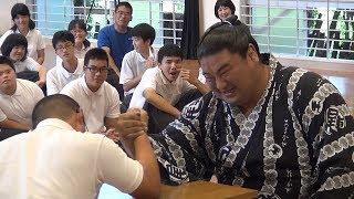 平成30年6月に、佐伯支援学校で嘉風関との交流活動が行われました。 嘉...