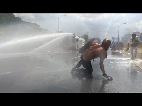 Enfrentamientos entre GNB y manifestantes en la Autopista Francisco Fajardo - 10 de mayo
