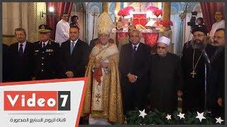 صورة جماعية للمسئولين المسلمين والمسيحيين بعنوان