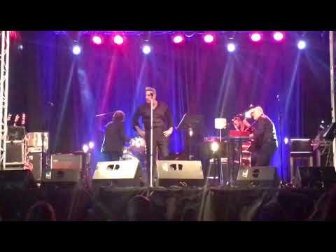 Loquillo increpa a un empleado de seguridad en un concierto en Torrelavega
