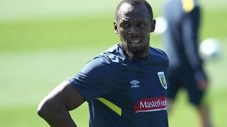 Usain Bolt football gol to start A-League trial for the Central Coast Mariners Australia