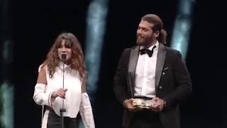 Can Yaman Ödülü Almak Üzere GQ Men of The Year 2018 Töre'ni Sahnesinde