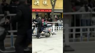 西安高陵区居民抗议建垃圾焚烧场,当地政府强行镇压