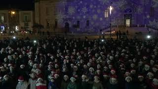 Giovinazzo, nel flash-mob di Natale dei bambini spunta il sindaco Depalma