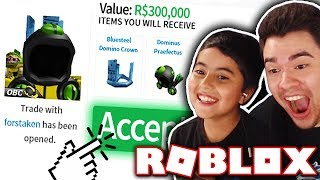 TOFUU BUYS MY LITTLE BROTHER A DOMINUS?! *300,000 ROBUX SPENT!* (Roblox)