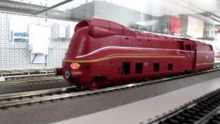Fleischmann DCC Sound Streamliner in red livery