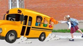 Лера сама собирается в школу. Первый раз в Первый класс!
