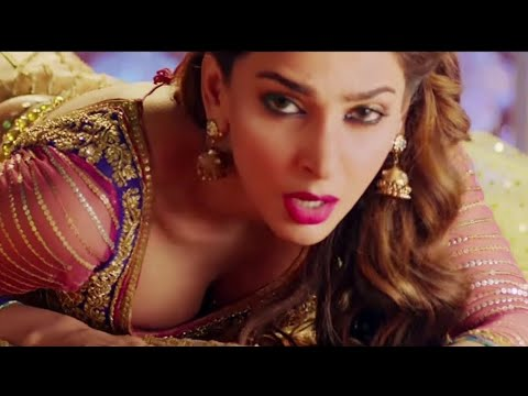 Saba Qamar Hot Scene Slow Motion