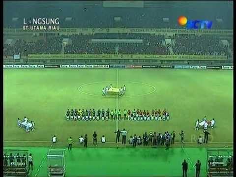Lagu Kebangsaan Indonesia Raya di Riau Main Stadium