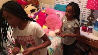 girls prank dad with slime bubble gum😳😳