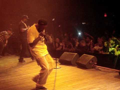 YOUNG JEEZY PERFORMING