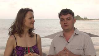 Repeat youtube video Denisa a Richard: Škola celostní smyslné masáže  - Joni a lingam