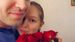 Афинка ищет розы, спрятанные в комнате
