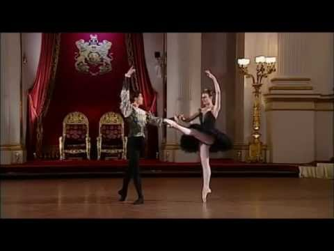 ROBERTO BOLLE and Zenaida Yanowsky ~ Swan Lake Pdd at Buckingham Palace