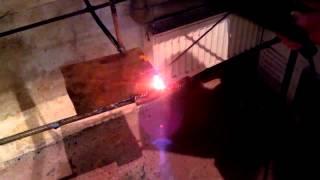 Volta 301 vs сталь 0.8мм электрод 3мм (сварной не сварщик)(Цель видео, показать сварку электродом 3мм 301 аппаратом Вольта. Свариваем металл 0.8 мм. Человек который свари..., 2014-10-30T10:54:53.000Z)
