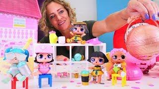 Spielzeug Kindergarten mit Nicole. Wir packen LOL Surprise Puppen aus.