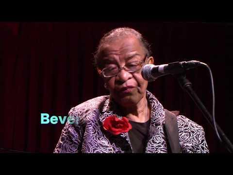 La nonna blusera ¡y de las buenas!