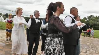 Дефиле невест и веселая полька с кадрилью