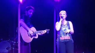 Kelly Clarkson - Stand By Your Man - Noblesville 9/2/12