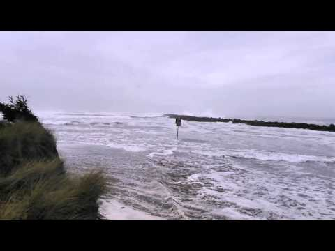 Sneaker wave south of Coos Bay: Caught on camera