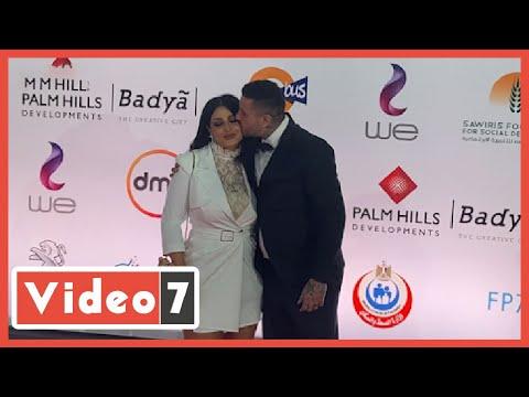 قبلة من أحمد الفيشاوى لزوجته فى افتتاح مهرجان القاهرة السينمائى