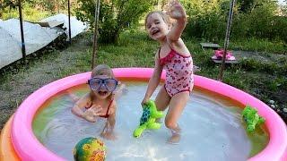 КУПАЕМСЯ В БАССЕЙНЕ Развлечения Для Детей ЛЕТО Бассейн Сюрпризы игрушки Challenge toys Pool Games