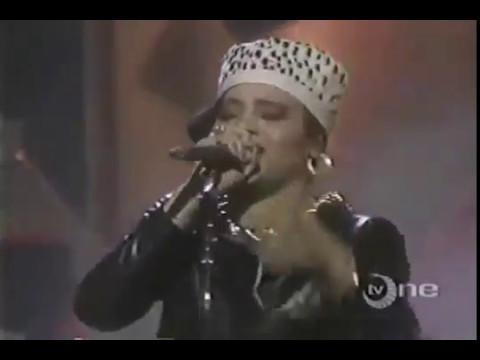 Salt-N-Pepa Chick On The Side Live 1988