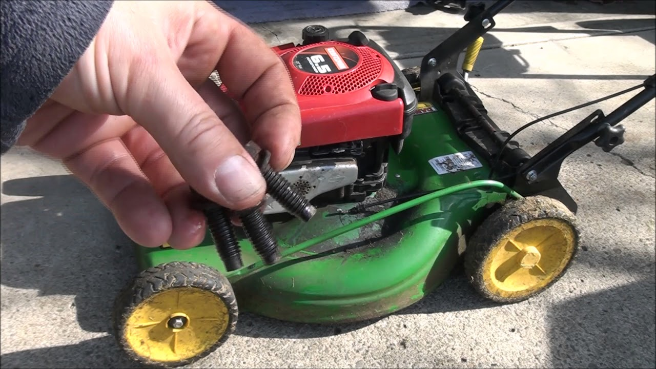 Briggs and Stratton LAWNMOWER Engine SWAP - Mounting Hole Cracked and  Broken  Fixed! WELDED too!