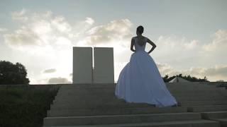 Свадебное платье с открытыми плечами и юбкой со складками