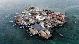 هكذا يعيشون على الجزيرة الأصغر حجماً والتي تحتوي على أكبر عدد من السكان في العالم