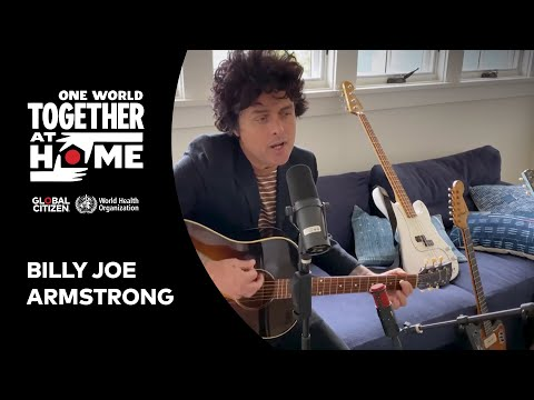 """Billie Joe Armstrong performs """"Wake Me Up When September Ends"""" 