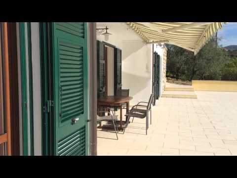 Rent a villa in Bordighera on the beach with swimming pool