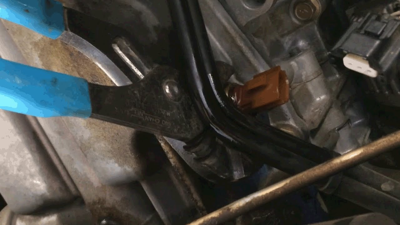 how to replace a 2005 nissan xterra oil pressure sensor with common tools [ 1280 x 720 Pixel ]