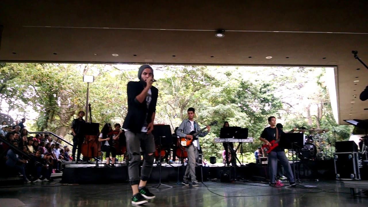 Orquesta de Rock Sinfónico Simón Bolívar canta En La Ciudad de la Furia de Soda Stereo