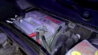 Как снять аккумулятор с фольксвагена В5, Volkswagen Passat .(Самостоятельно снимаем аккумулятор., 2013-11-04T10:15:31.000Z)