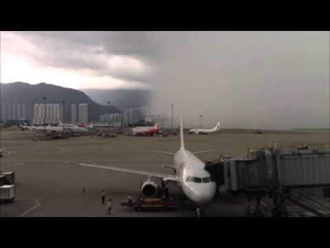 黑雨下的香港机场(香港机场暴风雨的景象)
