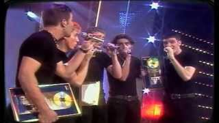 N Sync - Tearing up my heart 1997 It's tearin' up my heart when I'm...