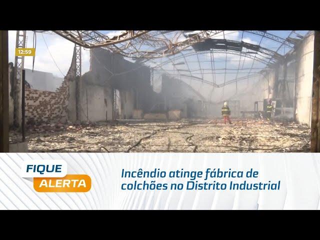 Destruição: Incêndio atinge fábrica de colchões no Distrito Industrial