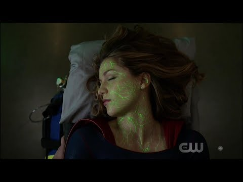 Supergirl 4x03 Opening Scene J'onn saves Supergirl from dropping