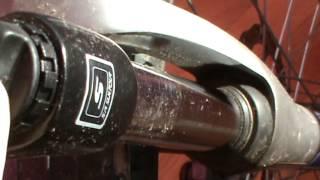 Спортивный велосипед как регулировать амортизатор(Спортивный велосипед регулировка амортизатора. На амортизаторе на пластиковом флажке есть плюсик и минус..., 2013-10-30T11:08:50.000Z)