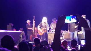 Willie Nelson - Okie from Muskogee Merle Haggard tribute