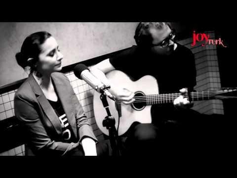 """Sıla """"Seni Görmeseydim"""" Joy Türk Akustik Performansı"""
