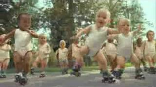 Позитивное видео с танцующими детьми - Romannoff.ru(Блоги на Romannoff.Ru - все самое интересное в мире интернет., 2009-08-24T07:43:48.000Z)