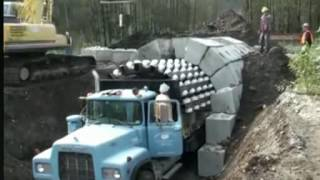 Как строят тоннели без цемента и арматуры.